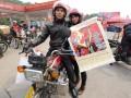 2015摩托车春运路上的全家福 (12)
