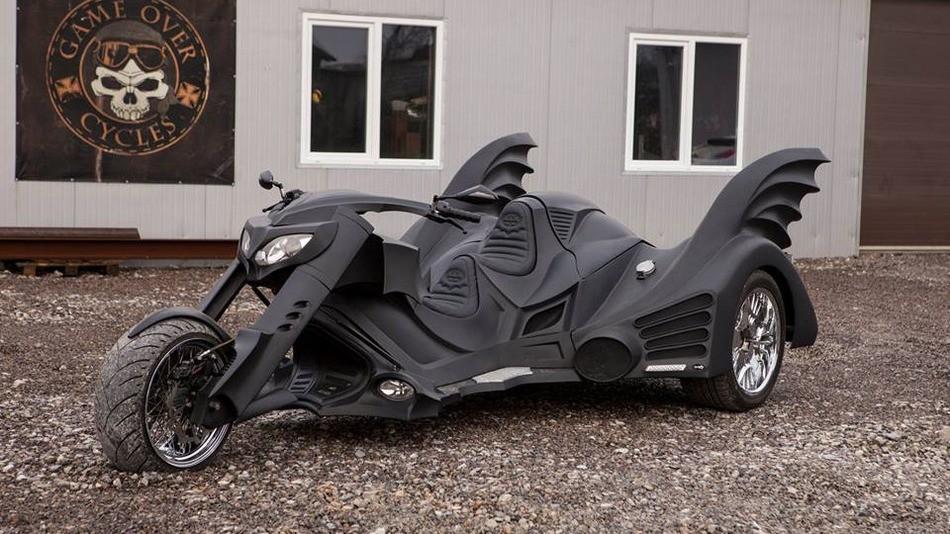看了这台牛叉哄哄的三轮版蝙蝠侠战车,有什么想问的,微信大大好了.