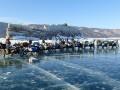 澳四人组骑老式摩托穿越贝加尔湖冰面