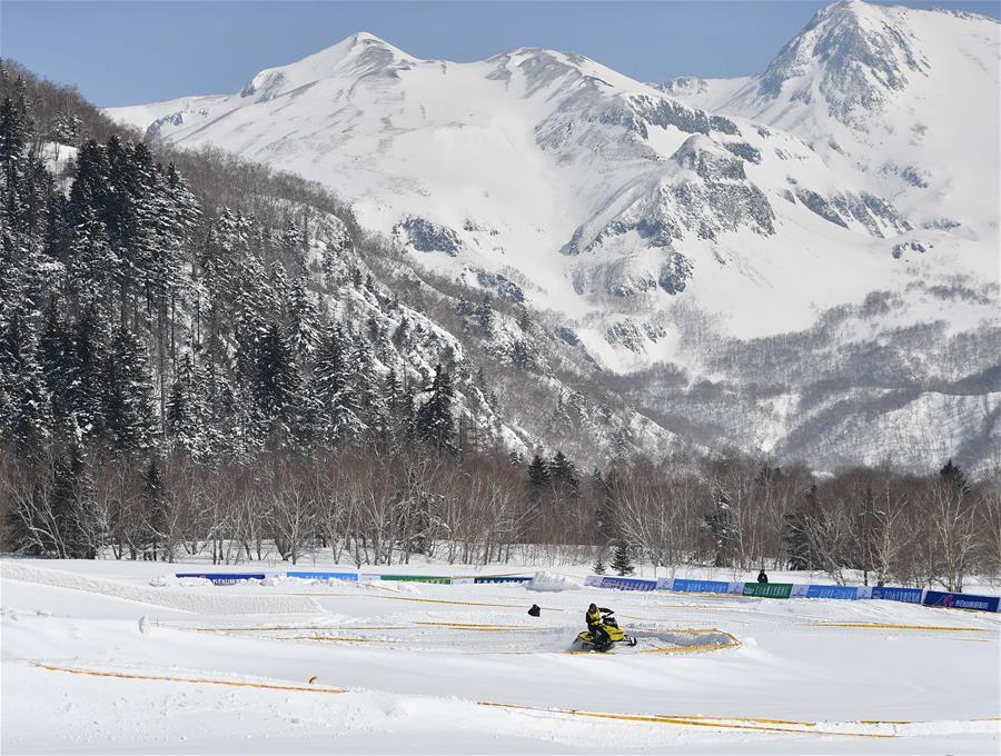 (体育)(1)吉林长白山举行雪地摩托车赛