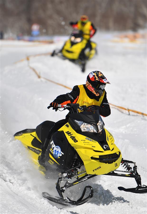(体育)(4)吉林长白山举行雪地摩托车赛