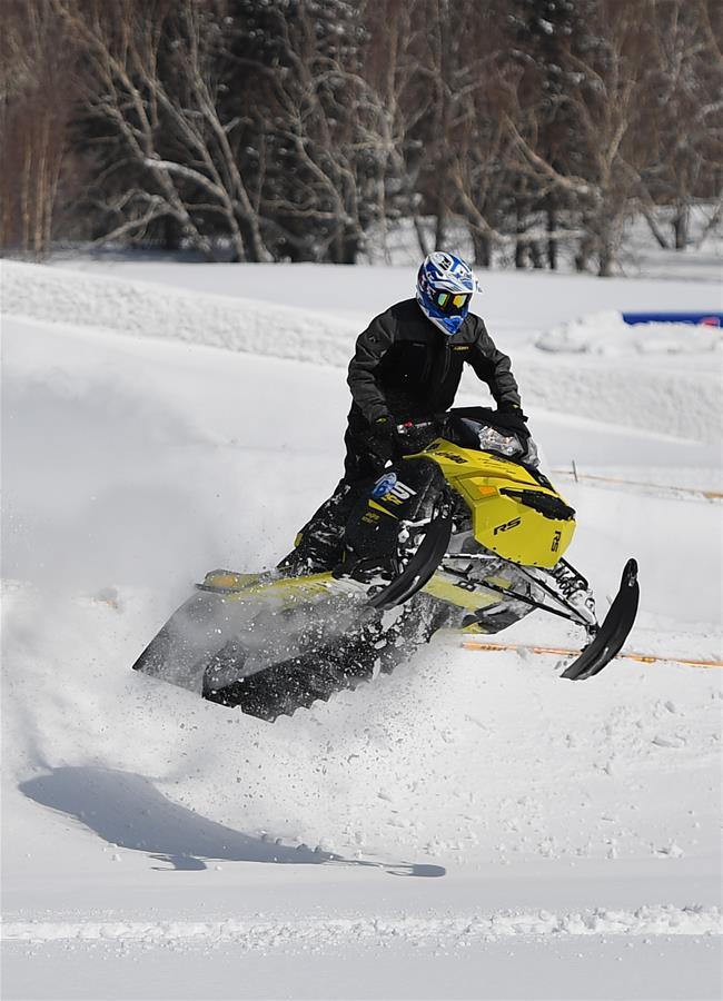(体育)(5)吉林长白山举行雪地摩托车赛