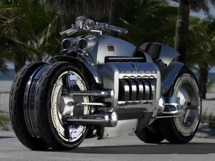 搭载8.3升V10引擎却一上路就违法,世界最快摩托车为何受此禁锢?