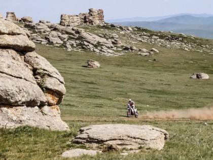 新增了摩托组比赛的 2019 丝绸之路拉力赛