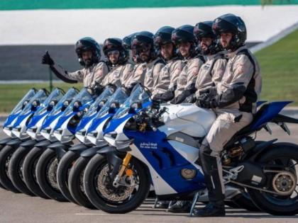 壕无人性!阿布扎比警察将 杜卡迪PanigaleV4 S纳入其车队