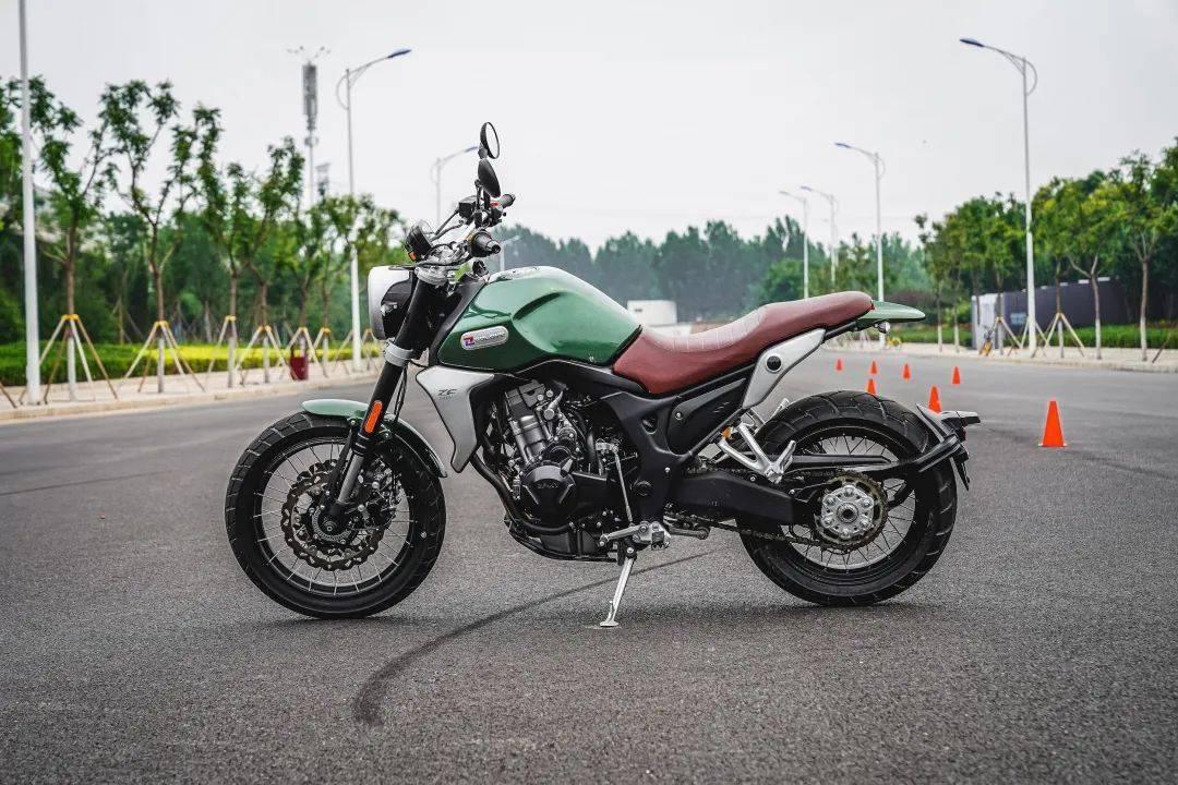苹果手机怎么不能下一比分中国摩托车联合测评:复古的越野细节