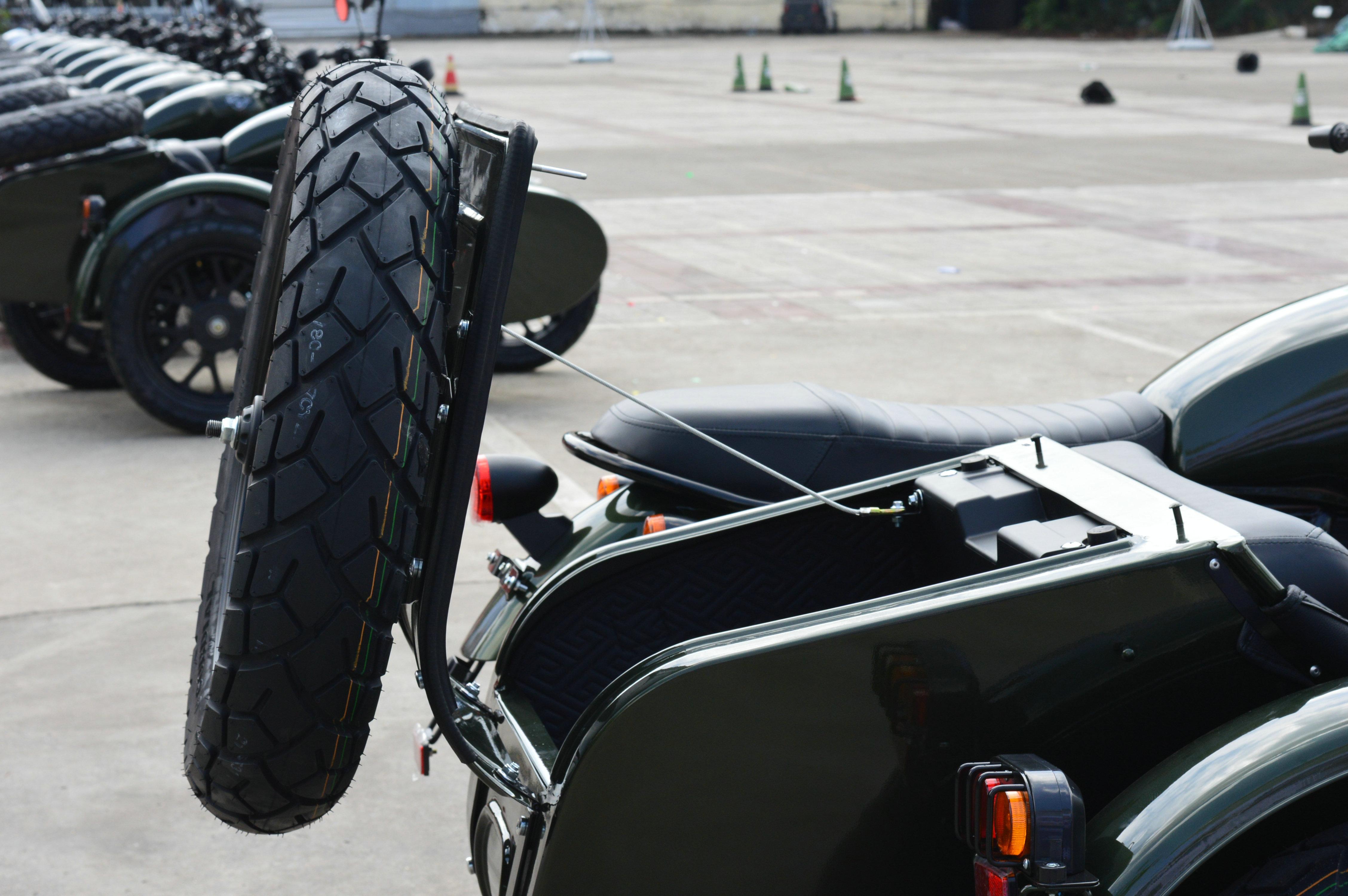 银钢侉子200摩托车