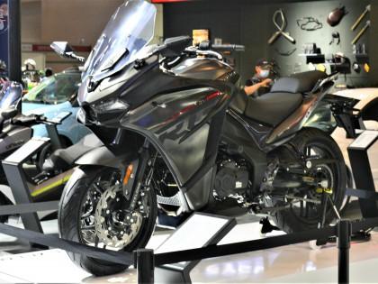 2020重庆摩博会::最具潜力的国产仿赛 赛科龙RG3低调亮相