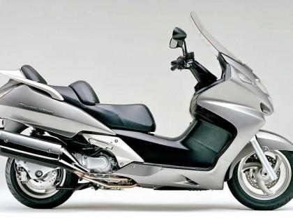 Honda 全新旗舰级豪华踏板 Forza 750