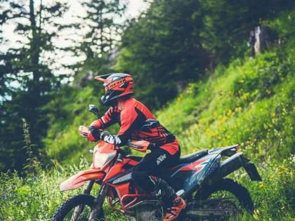 2021' KTM 690 Enduro R 图集:纵横旷野